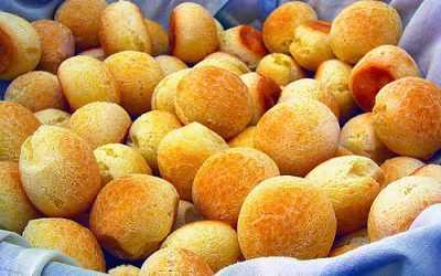 Pao de queijo: chewy golden balls of goodness